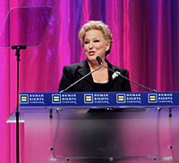 Midler at the 2010 HRC Annual Dinner