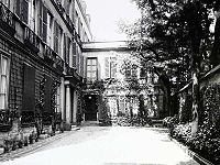 The two-story pavillon at 20, Rue Jacob