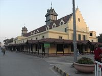 Much of old Lahore features colonial-era buildings, such as the Tollinton Market.