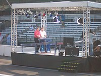 Brent Musburger and Wallace prepare to report from the ABC-TV pre-race stage at the 2006 Indianapolis 500.