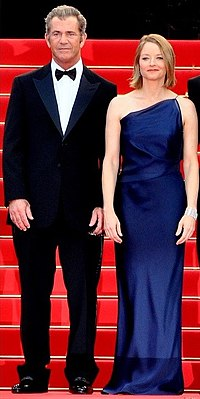 Foster with co-star Mel Gibson at the premiere of The Beaver at the 2011 Cannes Film Festival