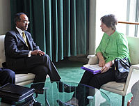 Former Foreign Minister of Somalia Mohamed Abdullahi Omaar in a meeting with UNDP Administrator Helen Clark and other diplomats at the UN headquarters in New York (May 2009)