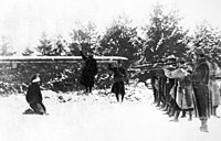 Possible execution at Verdun at the time of the mutinies in 1917. The original French text accompanying this photograph notes, however, that the uniforms are those of 1914/15 and that the execution may be that of a spy at the beginning of the war.