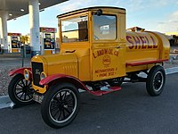 Shell tank truck from 1926 based on a Ford Model TT.