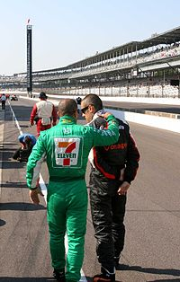 Kanaan talking with his friend and teammate Dario Franchitti during qualifying for the 2007 Indianapolis 500