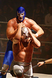 Blue Demon, Jr. wrestles El Hijo del Santo