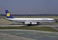 In 1960, Lufthansa joined the jet age with the Boeing 707. The image shows a 707 at Hamburg Airport in 1984, shortly before the type was retired.