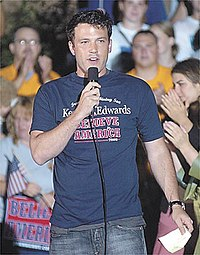 Affleck speaking at a John Kerry rally in Zanesville, Ohio in 2004