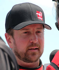Kurt Busch (pictured in 2015) won the pole position, after having the fastest time of 30.901 seconds.