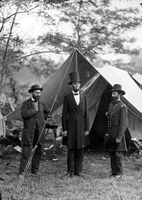 Lincoln with Allan Pinkerton and Major General John Alexander McClernand at the Battle of Antietam.