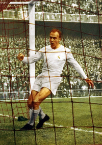 Alfredo Di Stéfano in 1959. He led Real Madrid to win five consecutive European Cups between 1956 and 1960.