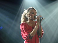 """American Idol winner Carrie Underwood found success in the country music scene. Her single """"Before He Cheats"""" received extensive airplay on contemporary radio without a pop mix."""
