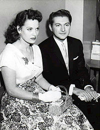 Liberace with actress Maureen O'Hara during a court hearing in 1957