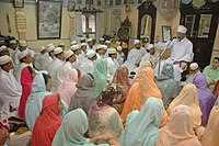 At the age of puberty, to become an Alavi Bohra, boys-girls offering oath of loyalty to Saiyedna saheb at his residence - 1430 AH/2009 AD
