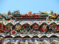 Cut porcelain carving decorations above the main door of Nanfeng Ancestral Temple.
