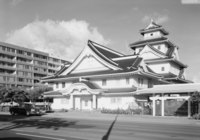 The Makiki Christian Church in Honolulu heavily draws upon Japanese architecture.