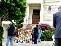 A fan-made tribute to Williams at the San Francisco Pacific Heights home used for Mrs. Doubtfire (August 2014)