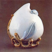 Blue and white porcelain peach-shaped water dropper from Joseon Dynasty in 18th century