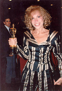 Simon, with her Oscar in hand, at the 61st Academy Awards (March 1989).