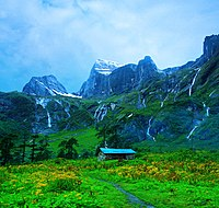 Makalu-Barun Valley – A glacier valley starting from the foot of the Makalu.