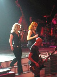 Clarkson and Reba McEntire during the 2 Worlds 2 Voices Tour in 2008