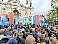 Jordan Peterson speaking in front of St. Stephen's Basilica, Budapest, Hungary, in May 2019.