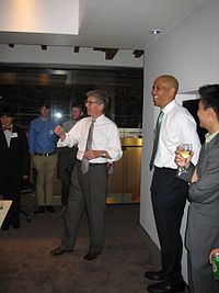 Booker at a fundraiser with New York County District Attorney candidate Cyrus Vance Jr. in 2009