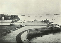Apollo Bunder, in 1905, with the location where the gateway stands today