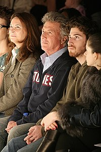 Hoffman (center) with his wife Lisa and son Jake in 2007