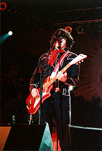Jack—live in 2005—playing the JB Hutto Montgomery Airline, which became his signature guitar with The White Stripes.