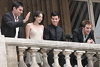(Left to right) Director Chris Weitz, Kristen Stewart, Taylor Lautner and Robert Pattinson attending the photocall for New Moon on November 10, 2009, in Paris, France