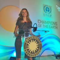 Bündchen wins the UNEP Champions of the Earth Award in 2014