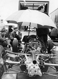 Clark in the Lotus pit at the German GP 1964