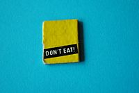 """<center>Back cover of the vintage booklet entitled How to Lose Weight, stating """"Don't Eat!"""".</center>"""