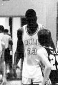 O'Neal playing for the Cole High School varsity basketball team in 1988–89.
