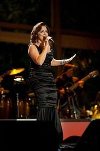 Gloria Estefan at the White House in 2009