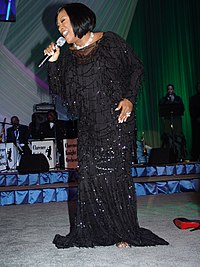 LaBelle singing at an Obama presidential campaign, 2008 event