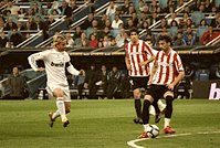 Real Madrid's Guti (left) and Athletic Bilbao's Javi Martínez (centre) and Amorebieta (right) during a match at the Bernabéu, 2010
