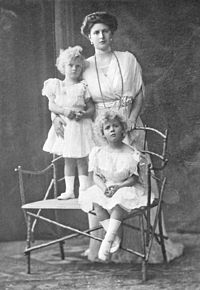 Alice with her first two children, Margarita and Theodora, c. 1910