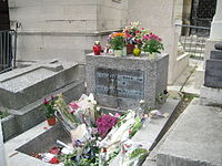 Morrison's grave at Père Lachaise in August 2008, with the Greek inscription ΚΑΤΑ ΤΟΝ ΔΑΙΜΟΝΑ ΕΑΥΤΟΥ