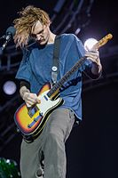 Josh Klinghoffer, who acted as backup touring guitarist for the band in 2007, replaced John Frusciante in 2009.