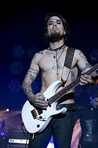 Dave Navarro (pictured in 2009) replaced Jesse Tobias as guitarist in 1993. He left in 1998.