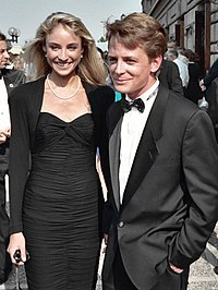 Fox with Tracy Pollan at the 40th Primetime Emmy Awards in August 1988 shortly after they were married