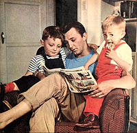 Mitchum with his sons (1946)