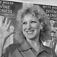 """Waits met and had an intermittent relationship with Bette Midler (pictured here in 1981) and collaborated with her on the song """"I Never Talk to Strangers"""""""