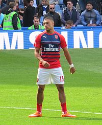 Oxlade-Chamberlain warming up for Arsenal in 2014