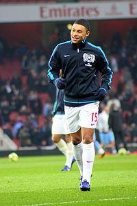 Oxlade-Chamberlain warming up for Arsenal in 2012