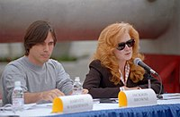 Raitt with musician Jackson Browne at a 1997 press conference opposing the proposed Yucca Mountain nuclear waste repository