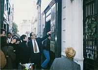 Minnelli, in 1993, visiting the tomb of Eva Perón (In the early 1990s, Minnelli was in the running for the role of Evita)