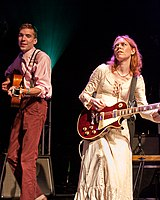 Welch performing with Justin Townes Earle in 2009